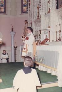 1967 - Petr Esterka při mši svaté v koleji sv. Kateřiny v Minnessotě