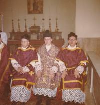 1963 - Petr Esterka (uprostřed) při své primici v Římě