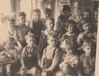 Ruská školka Hanspaulka Praha 6,  Anastázie Kopřivová prostřední řada druhá zprava