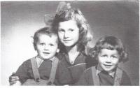 Maruška s bratry