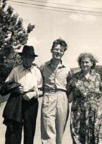 S rodiči v Praze, 1956