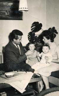S rodinou - maželka Pavla, starší dcera Pavla a mladší Dana