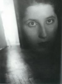 Portrét Markéty z Alba Jiřího Ployhara Roky a vteřiny, 1947
