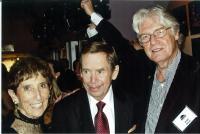 Markéta s Václavem Havlem a Paulem Wilsonem, premiera Odcházení ve Filadelfii