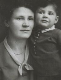 S maminkou, 1930