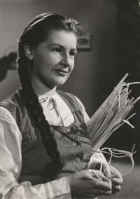 Ve filmu Zvony z rákosu, 1949