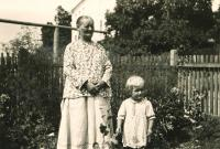 Erika Herudková s tetou Aloisií Dudovou / Bolatice 1941