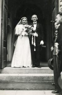 rodiče Eriky Herudkové manželé Dudovi / svatební snímek / Bolatice 1936