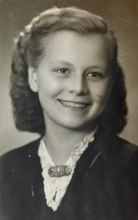 Marie Adámková (Hurtíková) v roce 1946