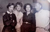 13 - Jana Straková s přáteli