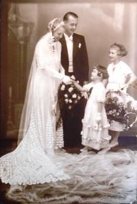 17-svatba rodičů r. 1934 (Emanuel Štefan 1907-1963 a Marie Samohrdová 1914-1985)