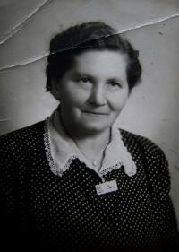 Matka pamětnice, Hostinné, na přelomu 40. a 50. let