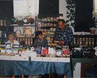 Manžel pamětnice na výstavě ve Slovanském domě, Rotava, 1999