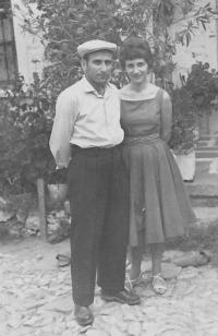 Angelina s bratrem Georgim, Bilischt - Albánie, 1962