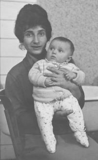 Angelina s dcerou Zuzanou, Březová, 1960