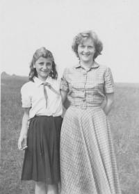 Angelina a Naďa Housková, Nové Hrady, 1953