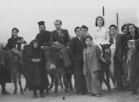 Svatba bratra Georgi Lafazaniho (na oslech zleva Tina, Kristo, Georgi, Luba), Bilischt - Albánie, 1952