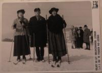 Oslavy 100 let organizovaného lyžování (zleva: dcera Jana, manžel Josef, Krista)