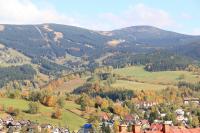 Pohled přes Rokytnici na Lysou horu a Kotel