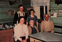 Rodinná fotografie z Dolní Rokytnice, Krista s dětmi a rodiči