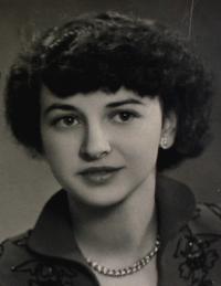 Portrétní fotografie - Anita, Klingenthal, poč. 50. let