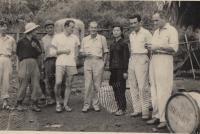 Vietnam Nhung a Vladimir (4. zleva)