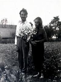 S otcem, při žních u příbuzných, rok před začátkem války