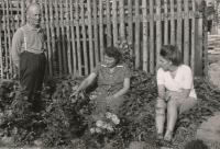 Parents Prokop and Klementýna Šmirous with daughter Ivana