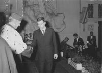 Karel Polanský při promoci v listopadu 1968