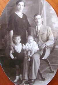 Rodina Sgourdeou, Řecko, Samos, 10.10.1935