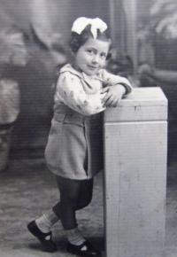Aikaterini Sgourdeou - dětství, Samos, 1939