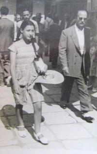 Aikaterini Sgourdeou, Atény, 1947, fotografové fotili na ulici