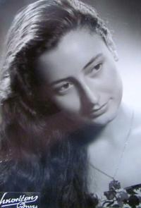 Aikaterini Sgourdeou, Atény, 1953, rok maturity