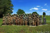 Pomník dětským obětem války autorů Jiřího Hampla a Marie Uchytilové