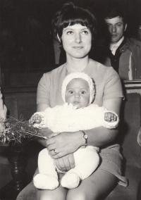 Petra Erbanová se synem Tomášem, duben 1972