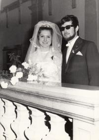 Novomanželé Petra a Jaroslav Erbanovi, 1970