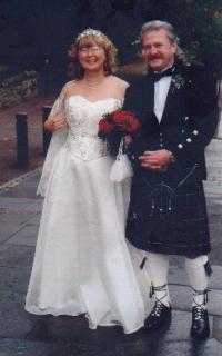 Kamarád Petra Šídy Miroslav Bernard se svojí skotskou manželkou - hraběnkou (21. 8. 1968 osmkrát postřelen v centru Liberce sovětskými vojáky)