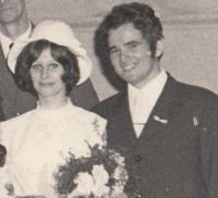 Novomanželé Petr a Alena Šídovi, listopad 1969