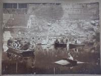 Děda Petra Šídy Petr Císař na liberecké přehradě (v černé vestě pátý zprava), 1903