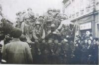 Američtí vojáci osvobozují Nýřany, květen 1945