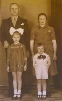 Otec Pal, matka Erszébet, sestra Erszébet a nejmenší Pavel