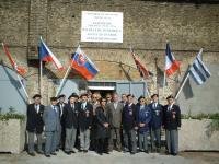 Fotografie z oslav osvobození Dunkerque, Viktor Wellemín úplně vlevo, druhý zprava Josef Polívka, třetí zprava František Vavrečka (Wawrečka)