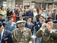 Fotografie z oslav osvobození Dunkerque, Viktor Wellemín v druhé řadě uprostřed