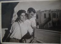 V Haifě s bratrem Adolfem, Viktor Wellemín vepředu