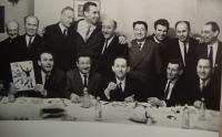 První řada: Mirek Sedlák, Jiří Bauer, Alfred Reichenthal, Hynek Zmítko, Imrich Hudec, Horní řada zleva Josef Gol, čtvrtý Josef Hercz, Bruno Steiner, Polák, Adolf Wellemín, poslední zřejmě Knöpflermacher, foceno ke konci 60. let