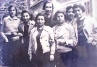 Girls kvuca Tchelet Lavan from Brno, madricha (leader) Liese Tauss in the middle, c. 1938