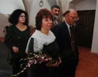 Druhá svatba s Janem Frolíkem; svědčí Irena Gerová a Jan Böhm; Praha - Novoměstská radnice; 14. října 1999