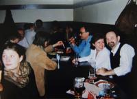 Oslava padesátin pamětnice - široká společnost, pamětnice druhá zprava; Praha; 1999