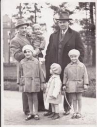 from left: Vaclav Kopecky with Vladimir, uncle Jan Malat, Eva Kopecká, her cousin Jan, Marie Kopecká ml. _ 1939
