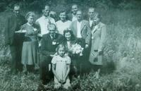 Svatba Slávy a Jaroslava Gajdošíkových ve sběrném táboře v Osnabrücku v Německu v roce 1945